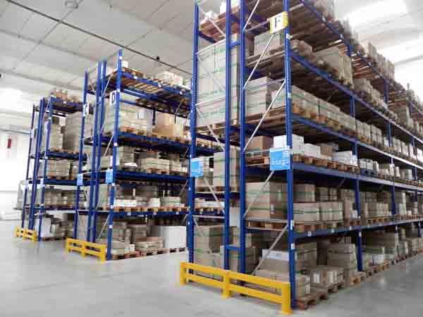 Servizio-magazzino-per-merci-carpi